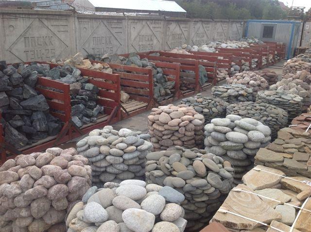Камень — неплохой вариант, он способен выдержать большой вес