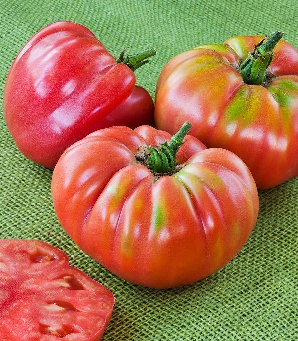 Многие представители крупноплодных томатов ненплохо переносят транспортировку и хранение