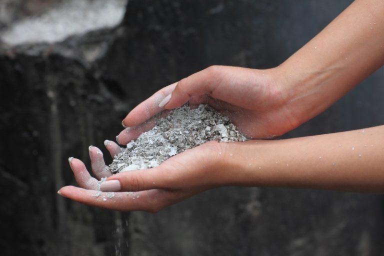 Хорошим и доступным калийным удобрением является древесная зола