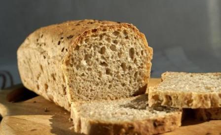 Чтобы вырастить хороший урожай, многие дачники используют для удобрения черный хлеб