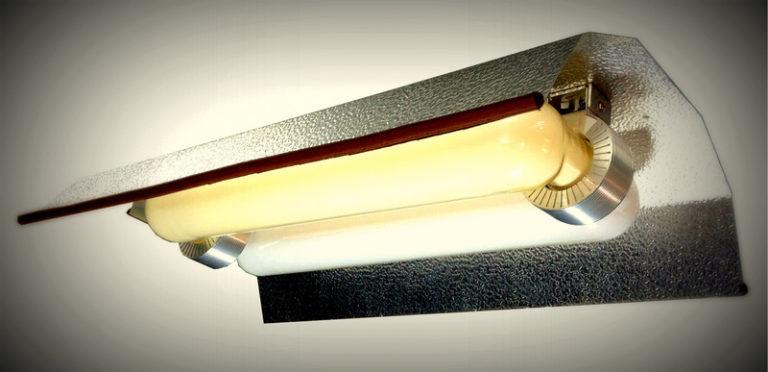 Используют индукционные лампы для теплиц, для подготовки рассады под посадку (в период закаливания), для выращивания клубники и помидоров на подоконнике