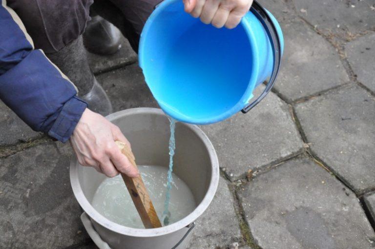 Стоит отметить, что медный купорос является далеко не безопасным веществом, поэтому его использовать следует крайне аккуратно