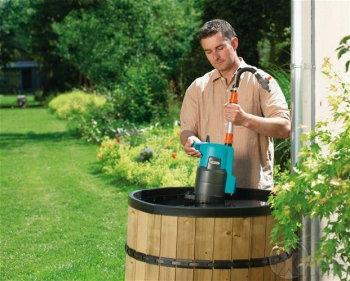 Многих интересует, как сделать насос для полива из бочки