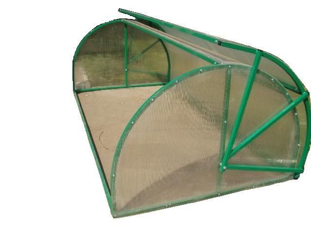 Парник из поликарбоната формы «хлебница» — это хорошее решение во многих случаях