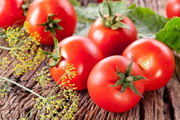 Во всех странах это травянистое растение называют по-разному, но особое внимание привлекает красивое название, которое в переводе звучит как золотое яблоко