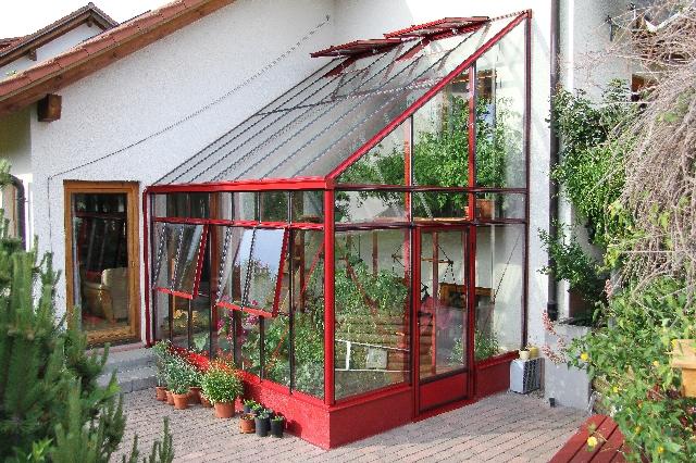 Пристроенные теплицы можно использовать для создания сада, как дополнительную комнату или место для выращивания сельскохозяйственных культур