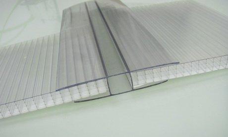 По структуре поликарбонат - это пластик из полимера