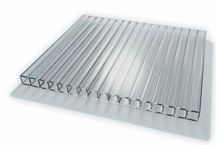 Для покрытия конструкций используют сотовый поликарбонат, при этом важно знать, какой лучше использовать для конкретного вида теплицы