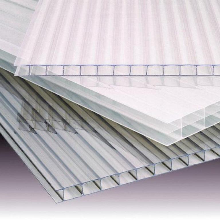 Рекомендуется выбирать изделия, покрытые поликарбонатом в 6-8 мм.