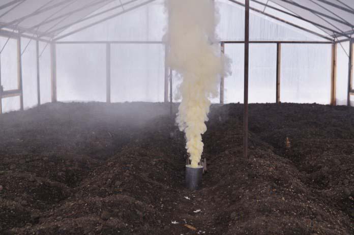 Сами шашки не горят, а лишь обильно дымят, полностью обволакивая своим дымом все пространство и почву