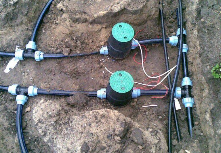 Таймер врезают в трубу диаметром 20-40 мм, которая направляет воду на поливание