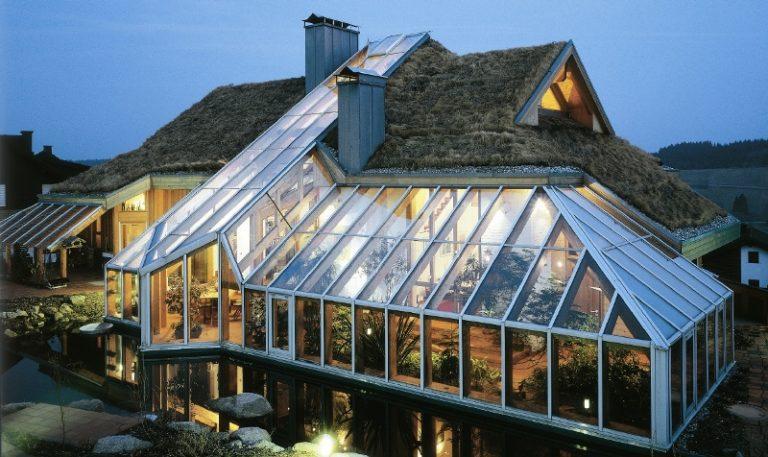 Выбор материала и конструкции каркаса для парника на крыше дома напрямую зависит от прочности стен строения и его перекрытий