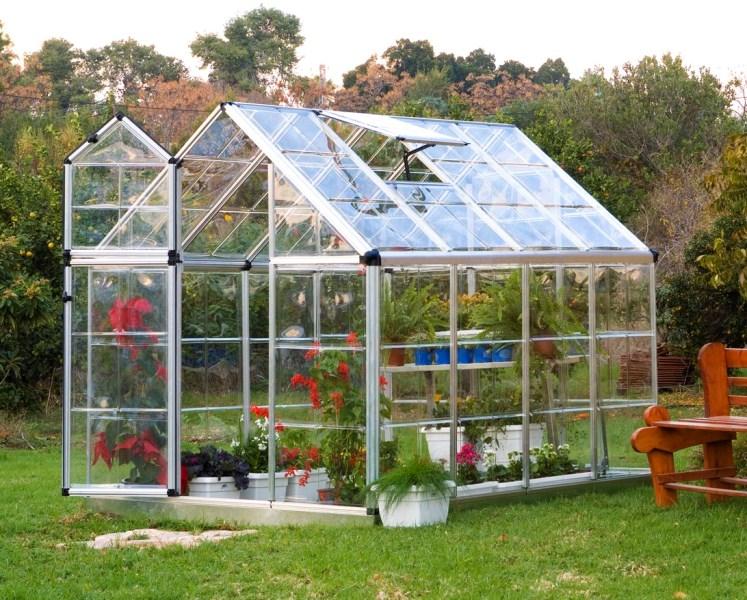 Для теплицы оптимальным вариантом будет стеклянная панель толщиной 4 мм.
