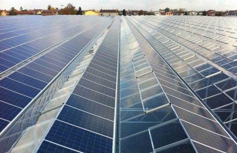 Солнечные батареи для теплиц и выработки электроэнергии для других бытовых нужд давно используются в странах Западной Европы