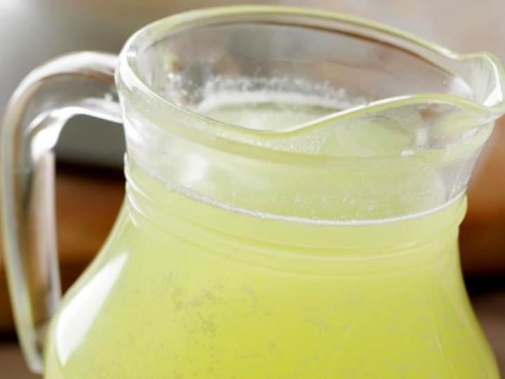 Существует также множество народных средств для борьбы с фитофторой, таких как молочная сыворотка, молоко с йодом, солевой раствор, дрожжи, чеснок, зола и прочие