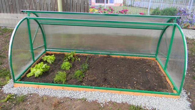 Установка универсальной конструкции рекомендована ранней весной, когда климатические условия не позволяют начать в полной мере вегетативный период в открытом грунте
