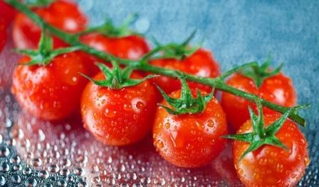Томаты черри относятся к определенному виду помидоров, которые имеют маленькие размеры и внешне очень похожи на ягоды черешни