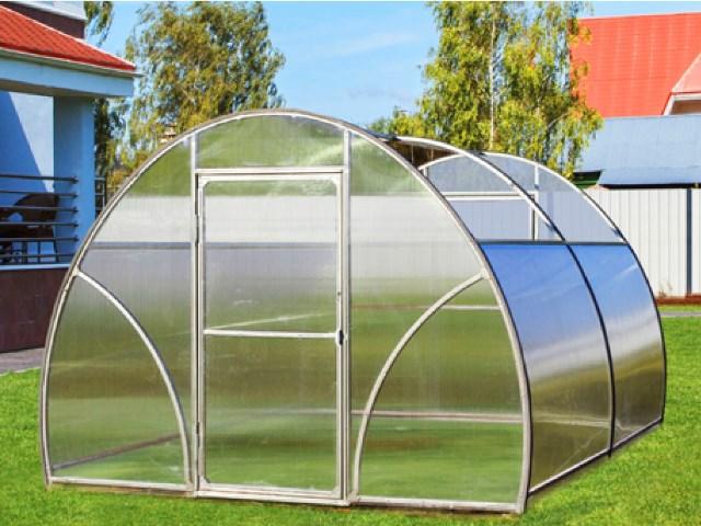 Теплицы Презент, производимые компанией Воля, привлекают многих огородников-любителей возможностью создания естественных условий для вегетации растений
