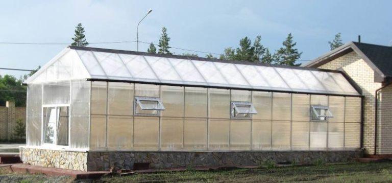 Если зимние теплицы из поликарбоната с отоплением, то даже в лютые морозы можно радоваться шикарному урожаю