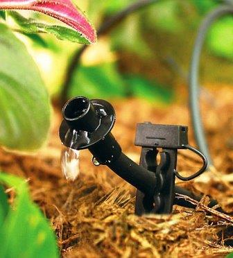 С целью экономии времени и облегчения процесса ухода за растениями огородники делают и устанавливают своими руками на грядках автоматическую систему капельного полива