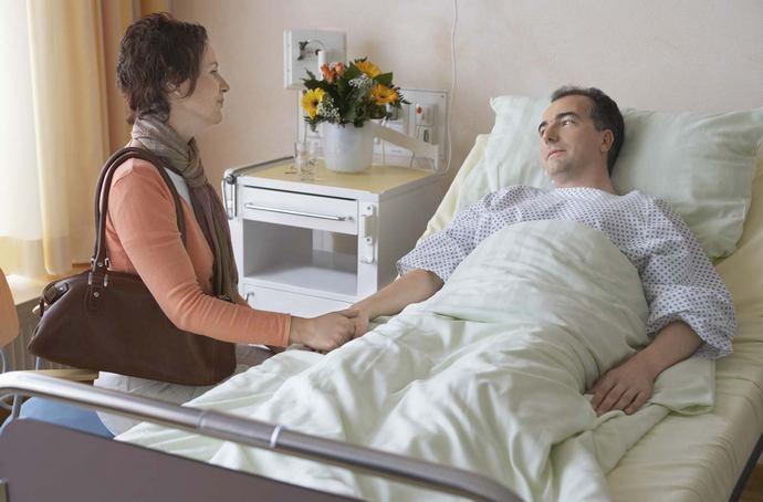 В этот день принято посещать больницы, детские дома и дома для престарелых, чтобы помочь всем страждущим и немощным