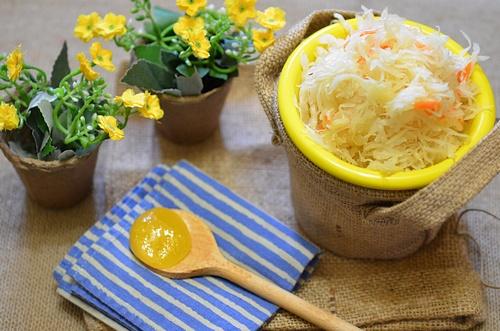 Заквашивание белокочанной капусты требуется осуществлять на растущей Луне или же в полнолуние