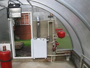 Котел для теплиц - это то оборудование, которое позволит получить хороший урожай даже в лютые морозы