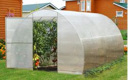 Дачный участок является идеальным местом, чтобы вырастить хороший урожай овощей, поэтому для повышения урожайности целесообразно будет создать парники или теплицу
