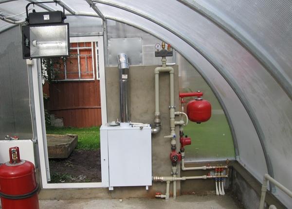 Отопление теплиц газом - один из способов сберечь урожай или рассаду во время осенних и весенних заморозков