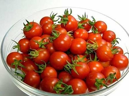 Во многих кулинарных рецептах данные помидоры используются и в качестве украшения, и для придания особого вкуса и пикантности блюду