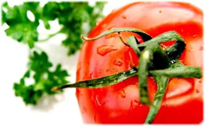 В помидорах присутствует просто огромное количество щавелевой кислоты