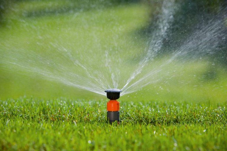 Настраивая дождевальное устройство, нужно соблюсти баланс между способностью почвы впитывать влагу и интенсивностью дождя