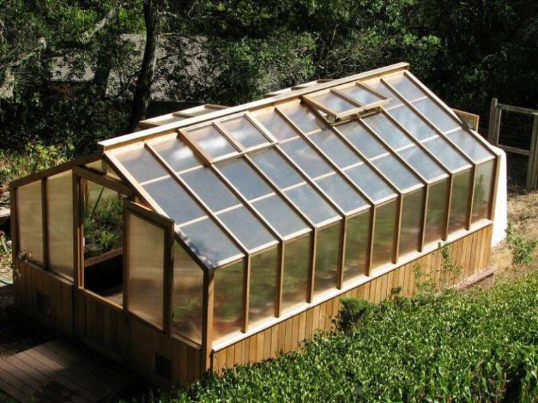 Как показывают многочисленные схемы, листами сотового поликарбоната можно покрыть любую садовую конструкцию