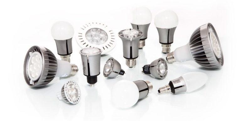 Светодиодная лампочка состоит из оптической системы, корпуса, отводящей тепло подложки