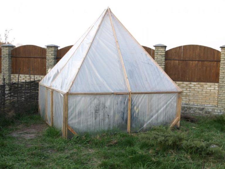 Несмотря на свою простоту, теплица-пирамида должна строиться по строгим правилам