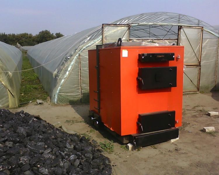 Самым простым вариантом считается газовое отопление, которое можно провести прямо из дома или обогревательный котел, работающий на твердом топливе