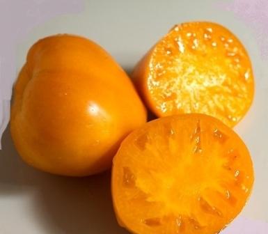 Из множества оригинальных помидорных сортов стоит выделить томат Золотое сердце