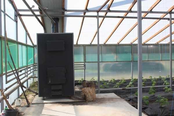Источник тепла — печи, работающие на всевозможных видах топлива (дровах, газе, угле)