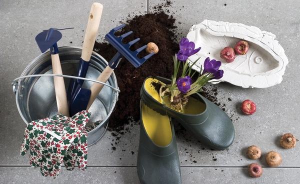 Важно провести весной ревизию всего садового инвентаря